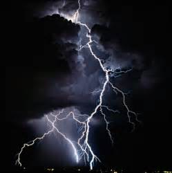 the beauty of lightning photography a bolt from the blue