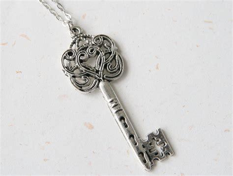 Key Necklace key of vintage look key necklace n245
