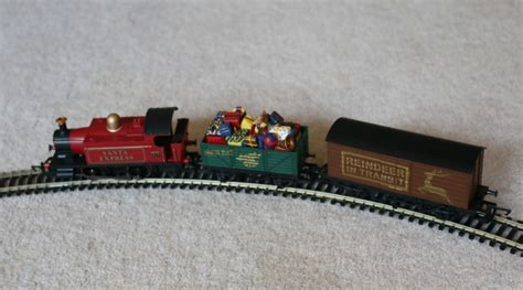 hornby santa express train set 21 over 40 and a mum to one