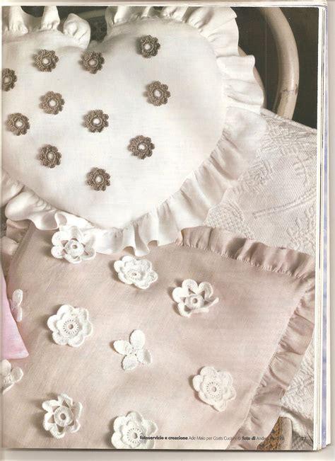 tende con applicazioni all uncinetto cuscini shabby con applicazioni di fiori all uncinetto