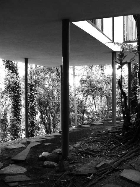 Galeria de Clássicos da Arquitetura: Casa de Vidro / Lina
