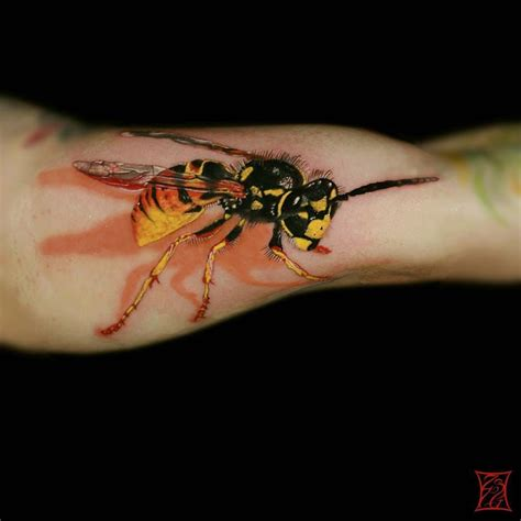 wasp tattoo 15 cool wasp tattoos tattoodo