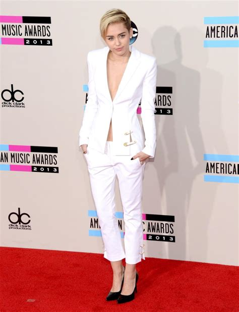 miley cyrus roter teppich miley cyrus photos american awards 2013 all the