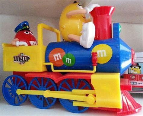 yellow  red mm   train dispenser push smoke