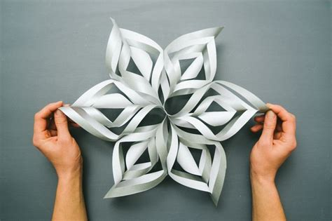 Paper Snowflakes 3d - tutorial 3d paper snowflakes crafts tips and diy