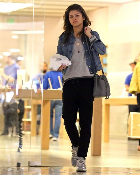 Zendaya Wardrobe by Zendaya Casual Style Shopping At The Apple Store In
