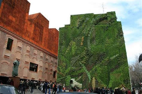 Vertical Garden Madrid I Giardini Verticali La Natura Incontra L Edilizia Urbana