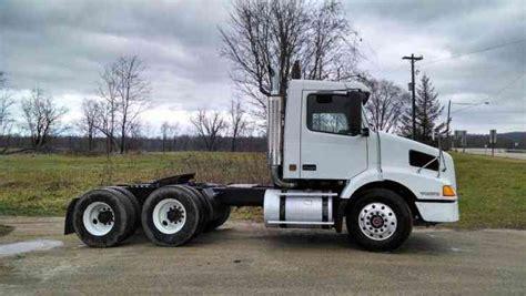 volvo vnl  daycab semi trucks
