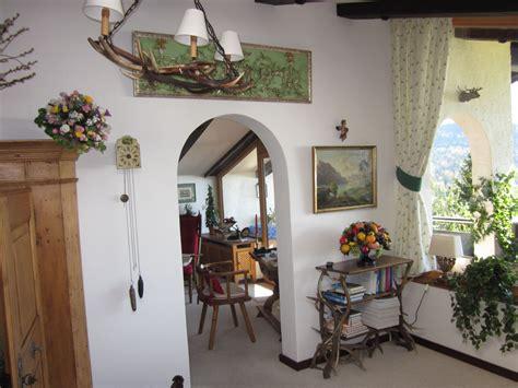 wohnzimmer aus dem jahrhundert ferienwohnung gennrich salzburger land wolfgangsee