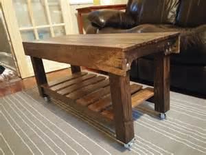 coffee table out of pallets this pallet coffee table has casters pallet ideas 1001