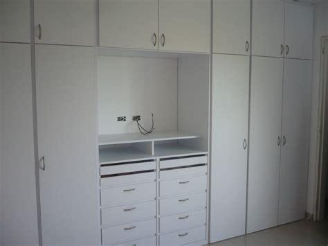 armario de tele closet con espacio para tv closets y vestidores