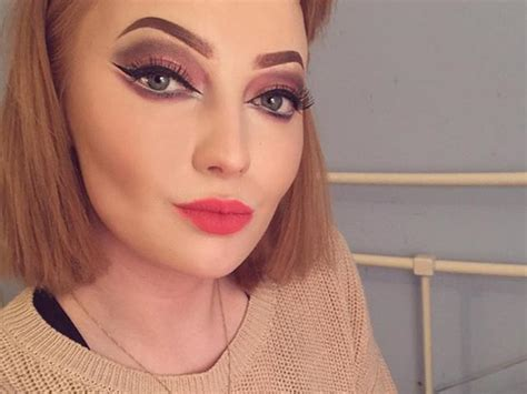 Make Up Beautistyle by Half Make Up Selfie Provokes Debate It S Meant To