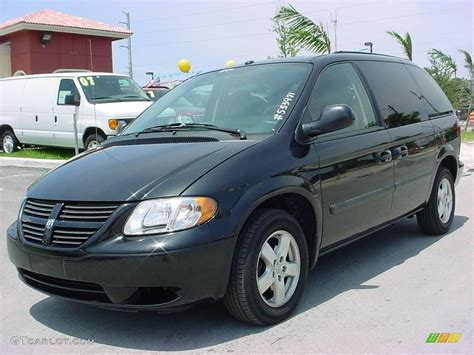 black dodge caravan 2006 brilliant black dodge caravan sxt 12136073