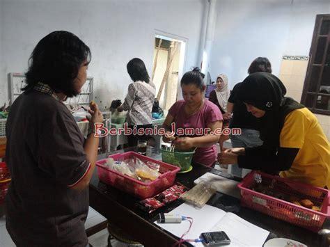 membuat rumah jamur training budidaya jamur tiram bersama mompreneur