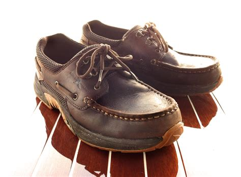 rugged shark deck shoes rugged shark vs termite terror a classic boat shoe t out classic boats woody boater