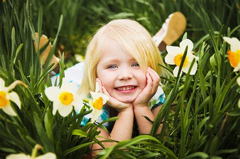 15 pictures of children with flowers