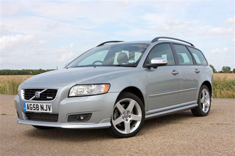 file volvo v50 04 20 2010 jpg volvo v50 estate 2004 2012 features equipment and accessories parkers