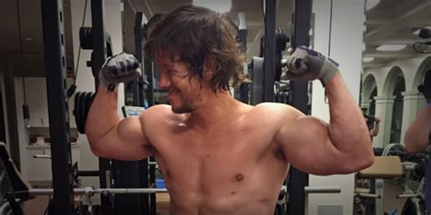 how much does mark wahlberg bench press how much does wahlberg bench press 28 images fitness
