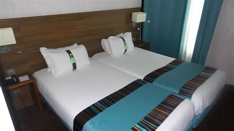 two twin beds equal 2 twin beds together goenoeng
