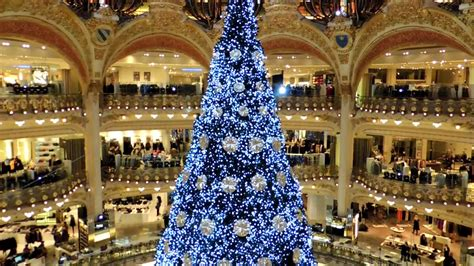 christmas tree in lafayette magasin galeries lafayette arbre de noel tree 2012 4