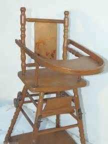 chaise haute en bois pour poupee ancienne mickey