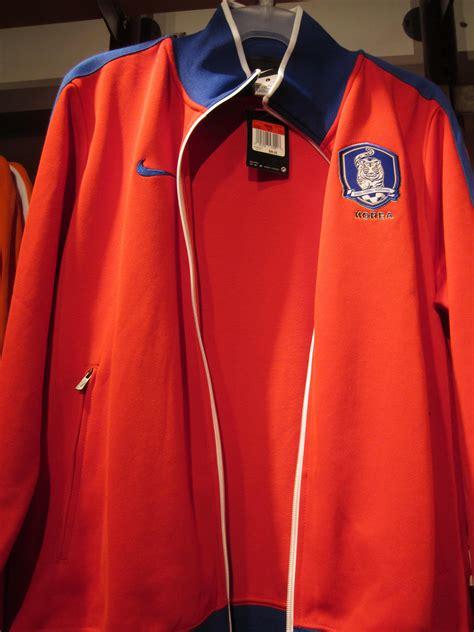 Harga Jaket Nike N98 Original file nike south korea n98 s soccer track jacket front jpg wikimedia commons
