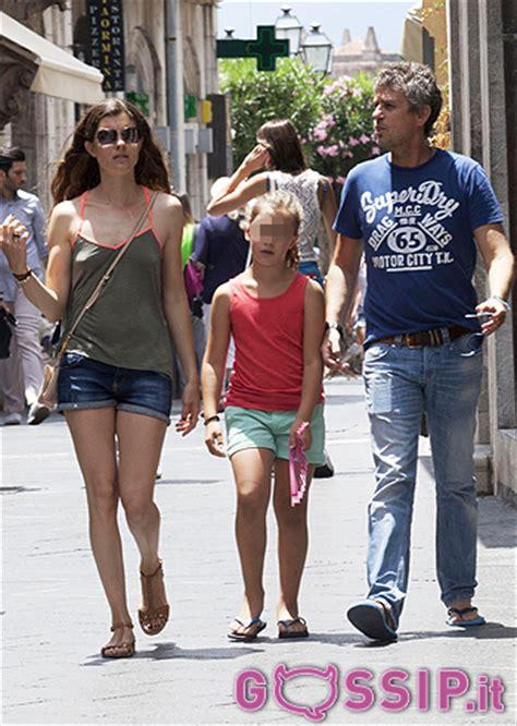 vittoria puccini and her husband una passeggiata in famiglia per vittoria puccini ed il