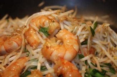 cuisiner les pousses de soja recette crevettes au pak cho 239 agr 233 ment 233 de pousse de