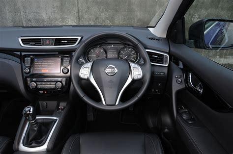 nissan dualis interior nissan qashqai pictures auto express