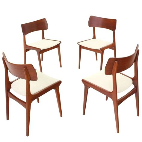 Mid Century Teak Dining Chairs Set Of Four Mid Century Modern Teak Dining Chairs For Sale At 1stdibs