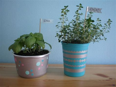 Diy Recycled Planters by 25 Planters Diy And Recycled Style Motivation