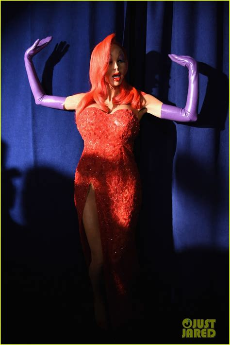 heidi klum stuns in elaborate jessica rabbit halloween heidi klum transforms into jessica rabbit for halloween