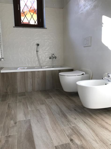 bagno in gres porcellanato effetto legno bagno in gres effetto legno e gres bianco 3d marazzi