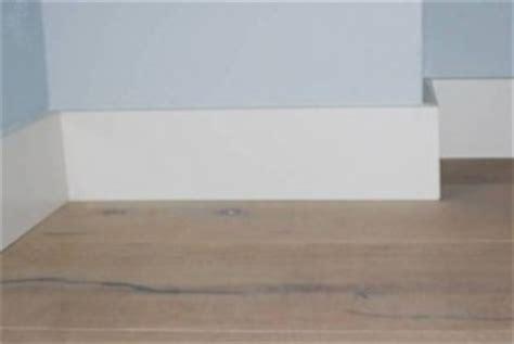 plinten lijmen of schroeven plinten lijmen muur dikke houten balken