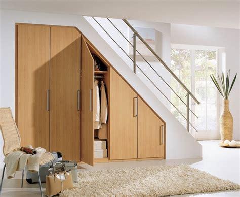 Placard Sous Escalier Plan by Optimisation De L Espace Avec Rangement Garde Robe Ou