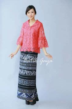 Hem Batik Brukat kebaya indonesia modern high low hi low lace brokat 3d organdi organdy organza embellished