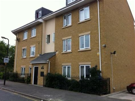 2 bedroom to rent slough 2 bed flat to rent elliman avenue slough sl2 5fg
