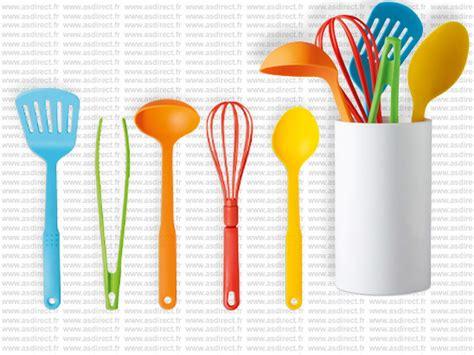 ustensile de cuisine plastique table de cuisine