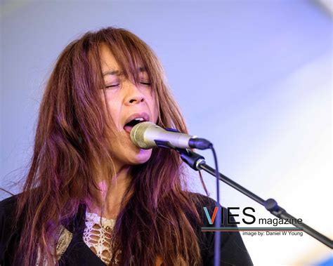 red head singers 2015 blonde redhead vies magazine