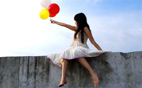 Girl with balloons wallpapers and images wallpapers pictures photos