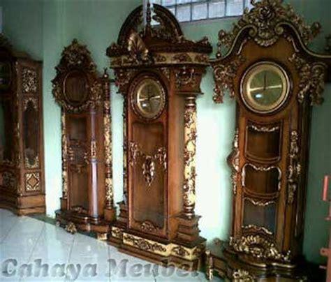 Jam Dinding Ukir Kayu Jati lemari jam mewah kayu jati lemari jam ukiran jepara cahaya mebel jepara