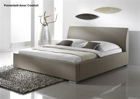 schlaf betten günstig leder bett polsterbett in farbe beige oder braun