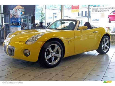 pontiac solstice yellow 2007 yellow pontiac solstice roadster 15117010 photo