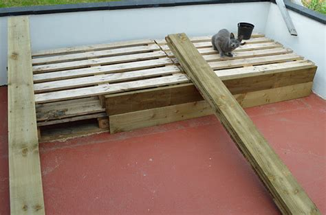 diy pallet bed projects diy pallet project patio pallet daybed 99 pallets