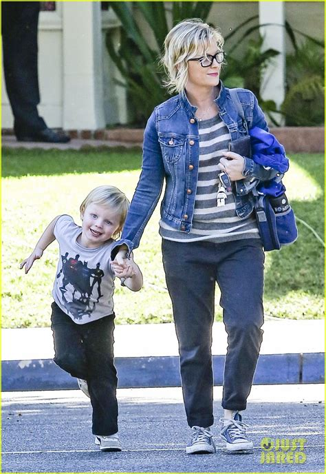 amy poehler sons amy poehler shopping with archie photo 2744879 amy