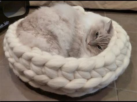 free knitting pattern cat bed chunky knitted cat bed from jennys knitco on etsy ねこ