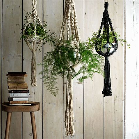 Indoor Plant Hangers Macrame - these hanging indoor planters are just the ticket for