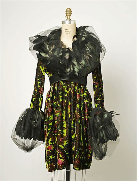 big thing 1970s and feathers on pinterest print cocktail dress with feather and net collar and cuffs