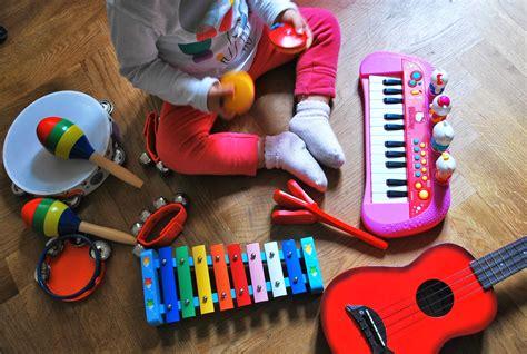imagenes de niños jugando con instrumentos musicales jugando con m 250 sica m 225 s alla del rosa o azul