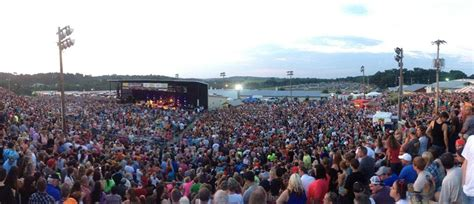 country music concerts ta fl 2013 country concert crowd related keywords country concert